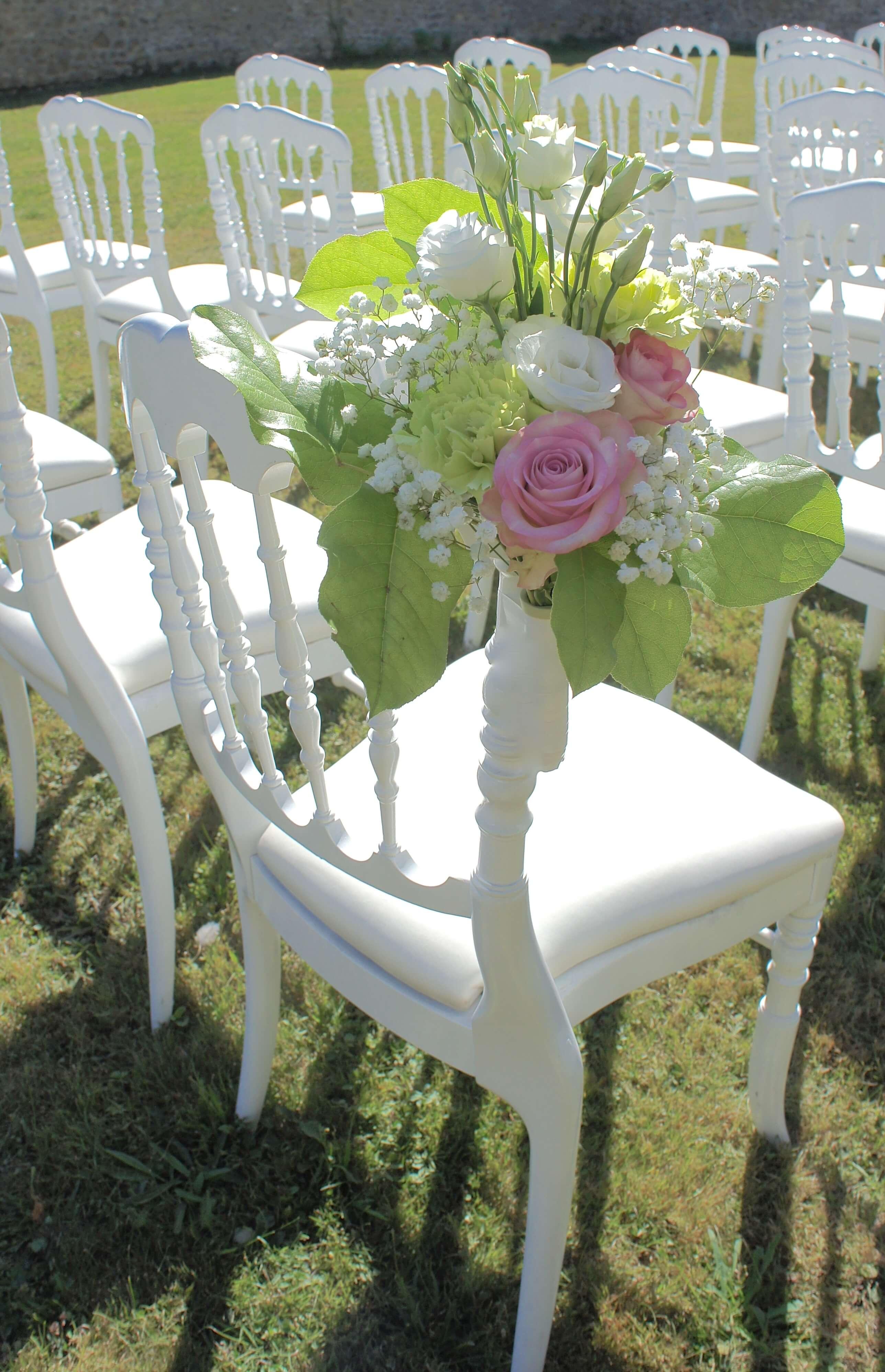 decoration-ceremonie-laique-en-exterieur-avec-bouquets-d'allée