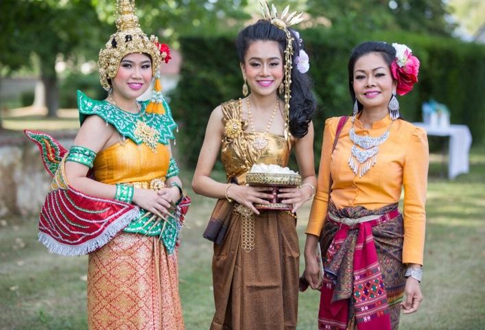 tenue-traditionnelle-asiatique-pour-mariage-au-domaine-de-la-frossardiere
