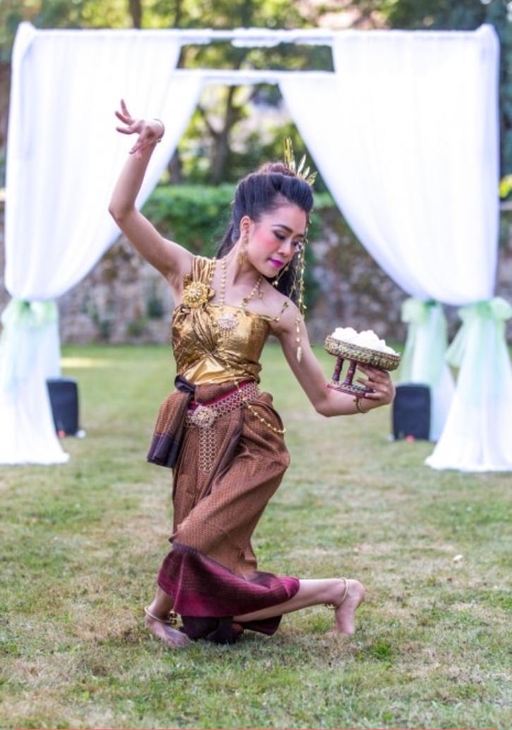 ceremonie-cambodge-thailande-danse-mariage-domaine-frossardiere