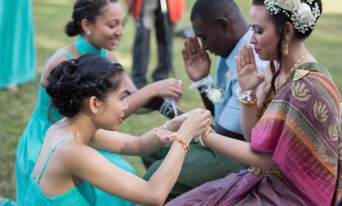 ceremonie-traditionnelle-mariage-asie-cambodge-thailande-avec-decoration-mariage-au -domaine-de-la-frossardiere