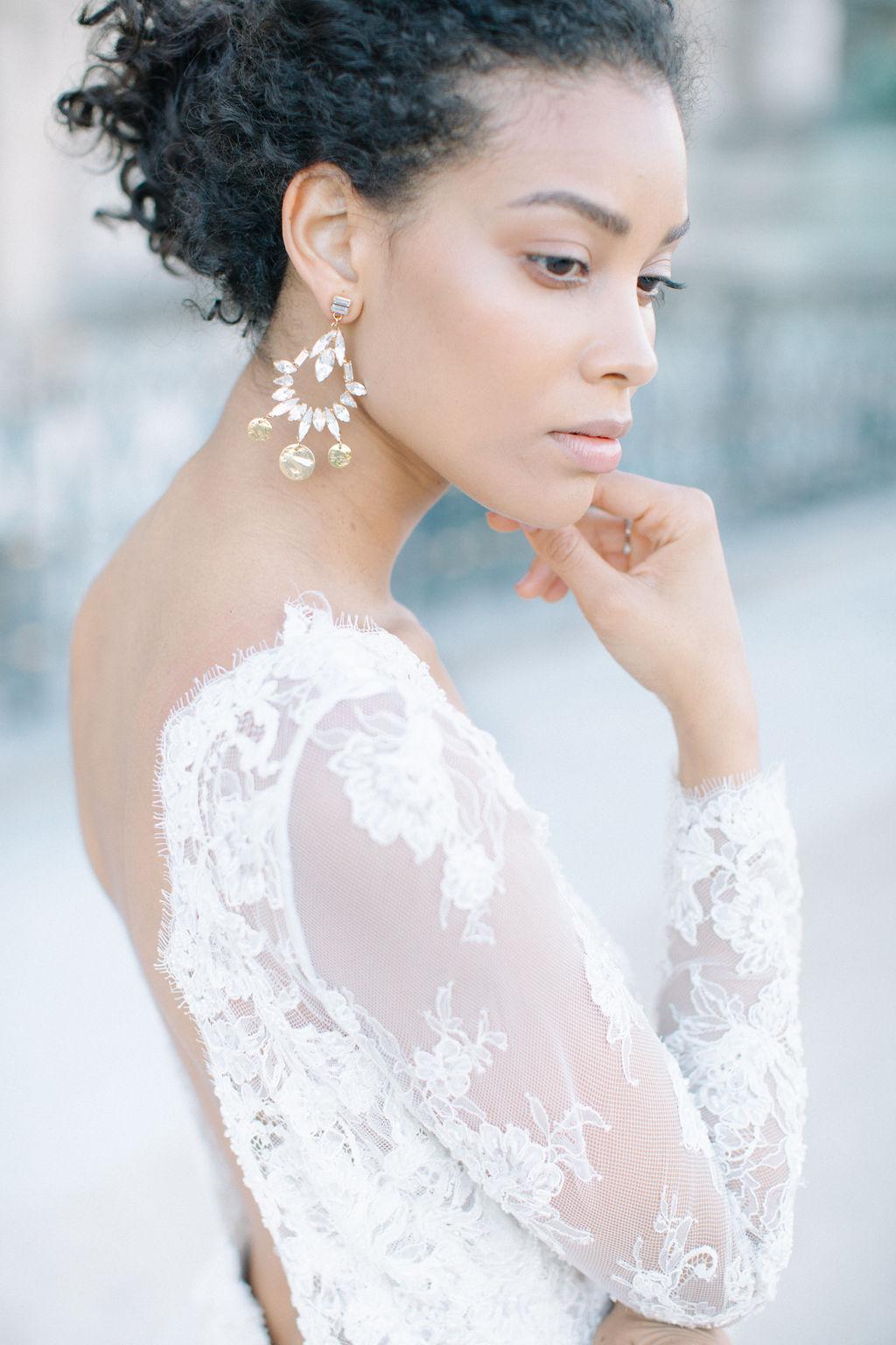 sublime robe de mariée en dentelle blanche avec un dos nu