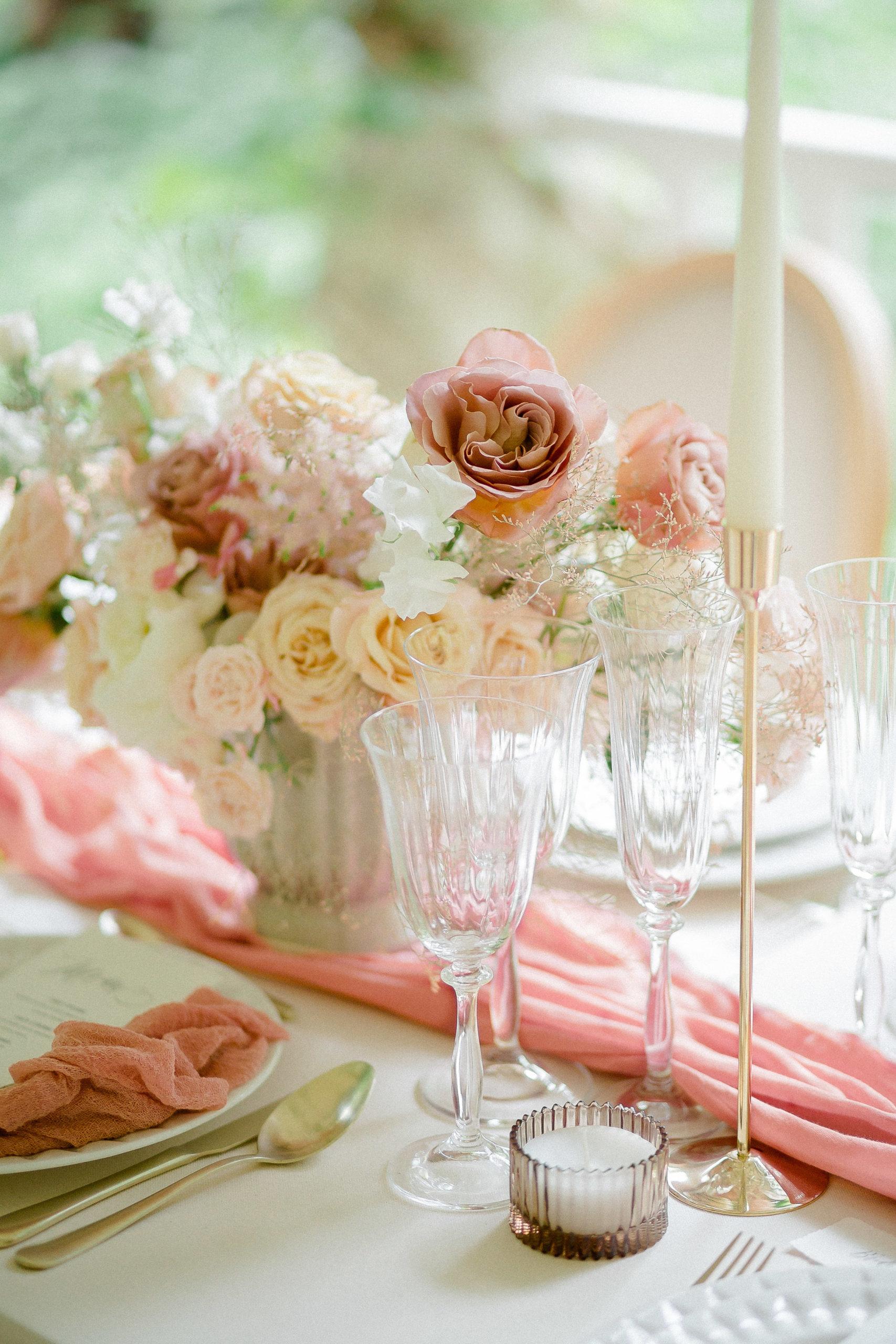 décoration-florale-pour-arche-de-ceremonie-rose